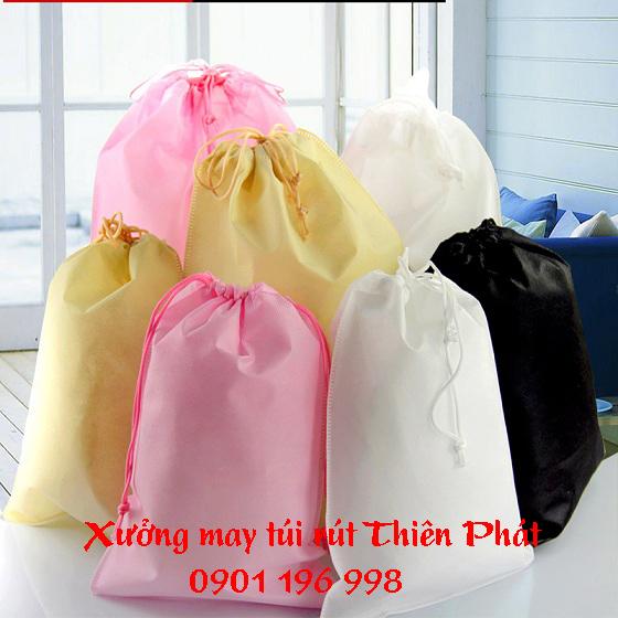 Sản xuất túi rút vải dù, in túi rút vải dù, may túi rút vải dù, túi rút quà tặng, túi rút khuyến mãi. LH 0901 196 998